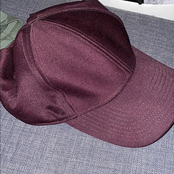 Wilfred free burgundy hat
